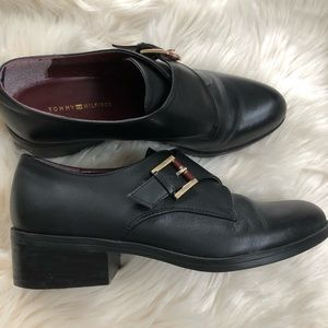Tommy Hilfiger oxford slip on shoe buckle accents